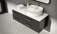 Una idea decorativa para el baño, es mezclar formas diferentes, un lavabo redondo con un mueble con líneas rectas.