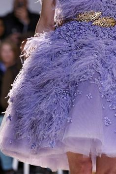 Feathers in shades of lilac . Feather Fashion, Gypsy Fashion, Purple Fashion, Fashion Colours, Denim Fashion, Couture Fashion, Purple Rain, Purple Lilac, Shades Of Purple