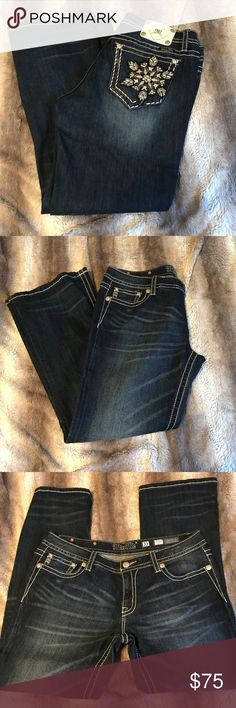 Miss Me jeans NWOT snow flakes on back pockets. Signature boot fit. Miss Me Jeans Boot Cut
