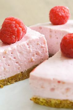 Discover best 3 healthy cake recipes that make your good healthy, low-calorie but still delicious. Healthy Cake Recipes, Sweet Recipes, Healthy Baking, Sugar Free Cheesecake, Good Food, Yummy Food, Sweet Pie, Easy Snacks, Mousse
