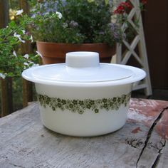 pyrex crazy daisy, butter tub with lid - $12.50  (@sparklers - look at the lid. **mental note**)