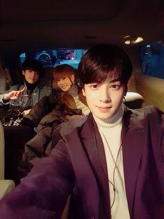 Eunwoo with Sanha and MJ at the back ❤❤❤ Lee Dong Min, Lee Hyun Woo, Astro Fandom Name, Eric Nam, Joo Hyuk, Cha Eun Woo, Fans Cafe, Sanha