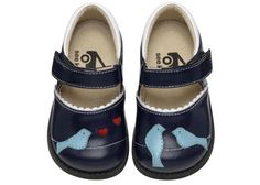 I absolutely want these shoes for Annika... but what size? Will her feet actually grow out of size 4 this fall/winter?