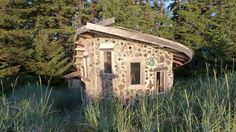 Yalte seaside--It's a tiny house (about 180 square feet) made of cordwood, driftwood and bottles built up with mortar, a technique known as stackwall.  Stackwall masonry is 80% preparation. You need basic tools: a truck, a power saw (or two), two or three wheelbarrows, a hoe for mixing, mauls for splitting wood, axes, a trowel and a lot of free time.