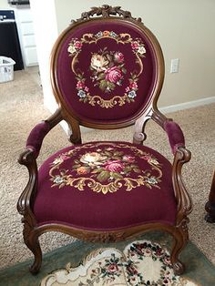 ANTIQUE VICTORIAN NEEDLEPOINT CAMEO BACK ARM CHAIR