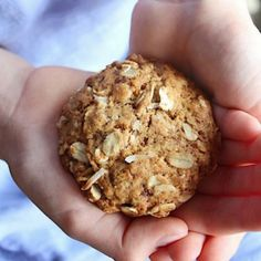 These healthy wholewheat Anzac biscuits are golden & crisp on the outside & deliciously chewy on the inside. A family favorite Gluten Free Anzac Biscuits, Healthy Anzac Biscuits, Healthy Cookies, Healthy Treats, Healthy Mummy, Healthy Foods, Healthy Eating, Gluten Free Deserts, Dairy Free Recipes