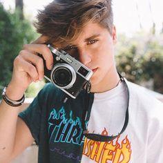 Can I be your photographer? I really like take picture lol - @samdameshek