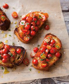 Tomato Bruschetta _ Classic Bruschetta demands the best-quality ingredients. Use a crusty coarse bread _ Bruschetta, at its simplest, is grilled bread rubbed with garlic and drizzled with olive oil, but it can also be prepared with a variety of toppings. I Love Food, Good Food, Yummy Food, Delicious Dishes, Tapas, Tomato Bruschetta, Bruschetta Recipe, Bruschetta Bread, How To Make Bruschetta