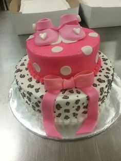 leapord pink bby shower cake