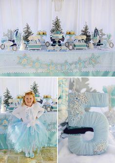 Decoração de festa de aniversário com o tema Frozen. Decoração da mesa.