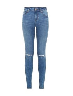 Wear these Blue Authentic Ripped Knee Skinny Jeans with a khaki parka and studded heels for an edgy weekend look. #newlook #DiscoverAW15