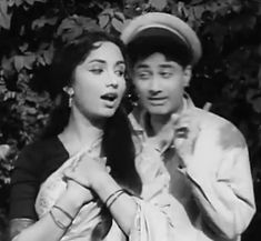 Irrfan Khan, Celebrity Stars, Vintage Bollywood, Funny Dog Pictures, Indian Movies, Bollywood Stars, Classic Films, New Music, Bollywood Actress