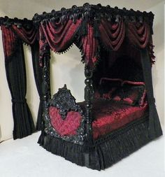 RUTHELLENS DOLLHOUSE MINIATURES (for the Goth fairy)