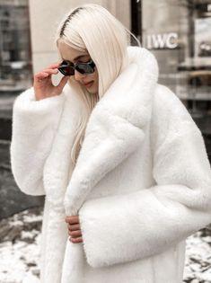 Fox Fur Coat, Fur Coats, Fur Jackets, Fake Fur, White Fur, Fur Fashion, Derp, Venus, Mantel