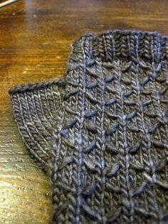 seeta fingerless gloves by Maria Sheherazade Free pattern