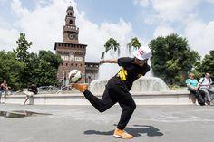 Watch Séan Garnier when he spends a week in Pakistan showing off his ball skills.