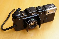 Rangefinder Camera, Old Cameras, Light Building, Lomography, Photography Camera, 35mm Film, Leica, Binoculars, Cool Pictures