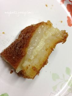 I had never seen a mochi recipe that separated into a layer of mochi, a layer of custard and then a glorious layer of crust (yes, I count a good crust as a layer! Hawaiian Desserts, Filipino Desserts, Asian Desserts, Just Desserts, Delicious Desserts, Dessert Recipes, Hawaiian Recipes, Filipino Food, Japanese Desserts