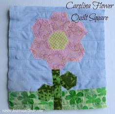 Carolina flower square, found on : http://ithappensinablink.com/2012/08/carolina-flower-quilt-square-tutorial.html