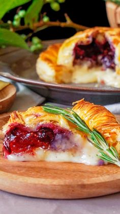 Fig Jam and Camembert Pie Fig Recipes, Pastry Recipes, Cooking Recipes, Baked Camembert, Baked Brie, Camembert Cheese, Fig Bread, Just Pies, Baked Cheese