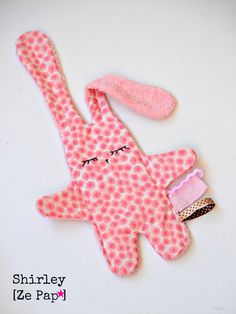 Pacifier teat rabbit flat Liberty or por Shirleyzepap Sewing Projects For Kids, Sewing For Kids, Homemade Baby Toys, Bunny Blanket, Dou Dou, Sewing To Sell, Baby Couture, Sewing Toys, Baby Crafts