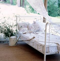 Vintage Garden Day Bed . . . French Country