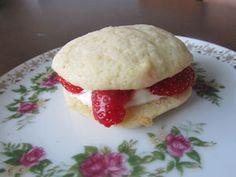 Kotikokki.netin nimimerkki Vihermintun upeat whoopiet Hamburger, Pancakes, Bread, Breakfast, Food, Mascarpone, Morning Coffee, Brot, Essen