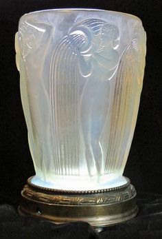 Rene Lalique- Vases - Glass dealer exclusively featuring the works of the three great masters of french glass: Rene Lalique, Emile Galle & Daum. Art Nouveau and Art Deco collectable glass dealer based in the UK, selling worldwide. Art Nouveau, Lalique Jewelry, Crystal Vase, Art Deco Design, Glass Collection, Antique Glass, Glass Art, Perfume Bottles, Decoration