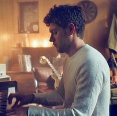 I want him to serenade me with that piano :,)