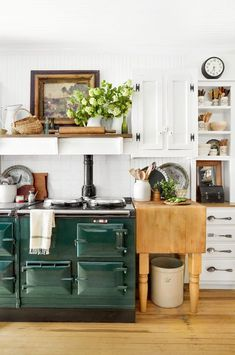 Home Decor Inspiration : The Best Farmhouse Style Design Ideas for Your New Kitchen Remodel centophobe. Diy Home Decor Bedroom For Teens, Diy Home Decor For Apartments, Diy Home Decor Rustic, Rustic Kitchen Decor, Farmhouse Style Kitchen, Farmhouse Decor, Farmhouse Ideas, Country Farmhouse Kitchen, Bohemian Kitchen