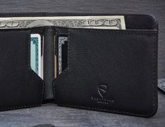 Featuring exquisite Italian leather, the MANHATTAN Wallet is complete with an RFID blocking insulation.