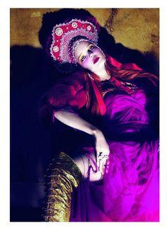 Natalia Vodianova for Vogue Paris april Photography by Mert Alas and Marcus Piggott. Styled by Carine Roitfeld. Paolo Roversi, Foto Fashion, Fashion Art, Editorial Fashion, Fashion Models, High Fashion, Quirky Fashion, Purple Fashion, Ethnic Fashion