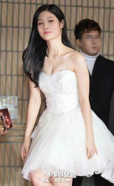 Chaeyeon breats Asian Love, Beautiful Asian Women, South Korean Girls, Korean Girl Groups, Jung Chaeyeon, Asian Woman, Kpop Girls, Asian Beauty, One Shoulder Wedding Dress