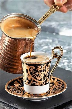 Everytime you really feel the necessity for a refreshing cup of beautiful espresso, speeding to the native cafe appears to be the one resolution. Having a top quality espresso machine within the kitch Turkish Coffee Reading, Turkish Coffee Cups, Arabic Coffee, Coffee Break, Coffee Time, Morning Coffee, Espresso Coffee, Best Coffee, Coffee Coffee