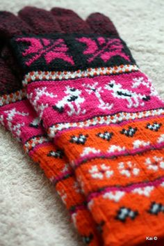 Kätele sooja / Warmth for hands Knit Mittens, Knitted Gloves, Knitting Socks, Fingerless Gloves, Cold Hands, Hand Warmers, Sorting, Handicraft, Color Combos