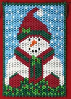Pony Bead Projects, Pony Bead Crafts, Beaded Crafts, Peyote Stitch Patterns, Bead Loom Patterns, Beading Patterns, Perler Bead Emoji, Yule Crafts, Beaded Banners