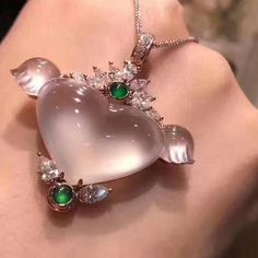 @taiwan_kunlun_jewelry. Beautiful jadeite heart-shaped pendant.