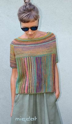 Give the woman colorful skeins … from Almond – Zukünftige Projekte - chunky knits Summer Knitting, Baby Knitting, Knitting Sweaters, Knitted Poncho, Knitted Blankets, Crochet Shirt, Knit Crochet, Black And White Outfit, Knit Fashion