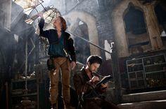 un Leonardo Da Vinci come non l'abbiamo visto mai. Altro che barba lunga e bianca: sarà un venticinquenne affascinante, donnaiolo e pronto a dar di spada...