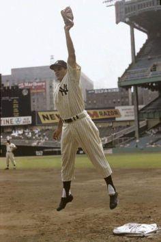 Yankees Fan, New York Yankees Baseball, Football, Baseball Park, Baseball Players, Sports Gallery, Mickey Mantle, Yankee Stadium, Major League