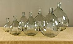 luminous wine casks positionnées sur des pastilles led éclairées dans la planche en bois