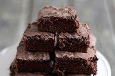 Si vous aimez le chocolat et les bananes, vous raffolerez à coup sûr de ces brownies moelleux! En plus d'ajouter de la saveur, les bananes naturellement sucrées remplacent une partie du sucre de ce dessert classique réinventé.