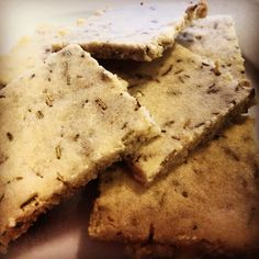 PALEO HERB CRACKERS   INGREDIENTS  ■2 cups almond meal  ■1/2 tsp salt  ■2 tbsp rosemary  ■2 tbsp water  ■1 egg white  ■1 tbsp olive oil  ■1/4 tsp coconut oil  ■Guacamole or dip of your choice