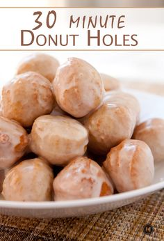 Homemade Donut Hole Recipe – 30 Minutes No Yeast ~ Macheesmo Donut holes in around 30 minutes flat. No joke it's doable and they are just as good as most donut shops. Don't forget the maple glaze! Bon Dessert, Dessert Aux Fruits, Dessert Recipes, Budget Desserts, Simple Dessert, Dessert Food, Party Desserts, Recipes Dinner, Brunch Recipes
