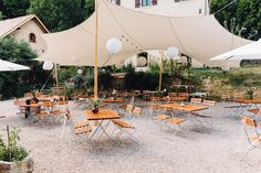 Le Morimont - Juillet 2018 - crédit : schneidersfamilybusiness Carina, Patio, Table Decorations, Outdoor Decor, Wedding, Home Decor, Mariage, Ideas, Valentines Day Weddings