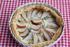 Gorgonzola-Birnen-Tarte, eine herzhafte Tarte mit Gorgonzolakäse und Birnen, schnell und einfach zubereitet und sehr lecker. Und hier ist das Rezept http://wolkenfeeskuechenwerkstatt.blogspot.de/2012/12/igor-gorgonzola-event-buchvorstellung.html