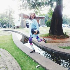 Fashion Blogger // Wearing my fav galaxy legging from Mr. Freddy, Shoes from Adorable Projects, clucth from Zara :)