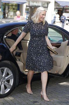 Y la falda de moda entre la realeza es... Foto a foto, descúbrela - Foto 23