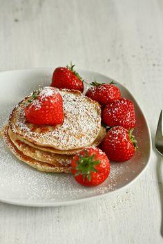 Fluffig, saftig und vollgepackt mit viel Protein: Diese Pancakes machen keine Kompromisse beim Geschmack und sind das perfekte Essen nach dem Workout!