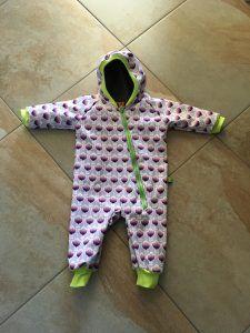 Das kostenlose Schnittmuster für den Babyanzug in den Größen 50-116 ist sowohl für Babys als auch Kleinkinder. Weitere Schnittmusterlinks hier!